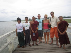 Mandalay-Innwa-Posing-with-Locals