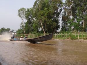 Myanmar-Burma-long-boat