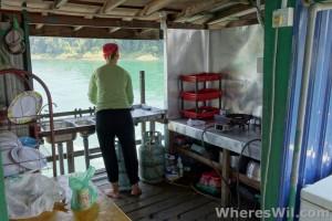 Tasik-Kenyir-House-Boat-Kitchen