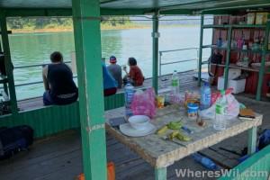 Tasik-Kenyir-House-Boat-lounging