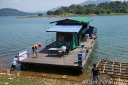 Tasik-Kenyir-House-Boat1