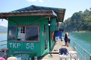 Tasik-Kenyir-House-Boat2