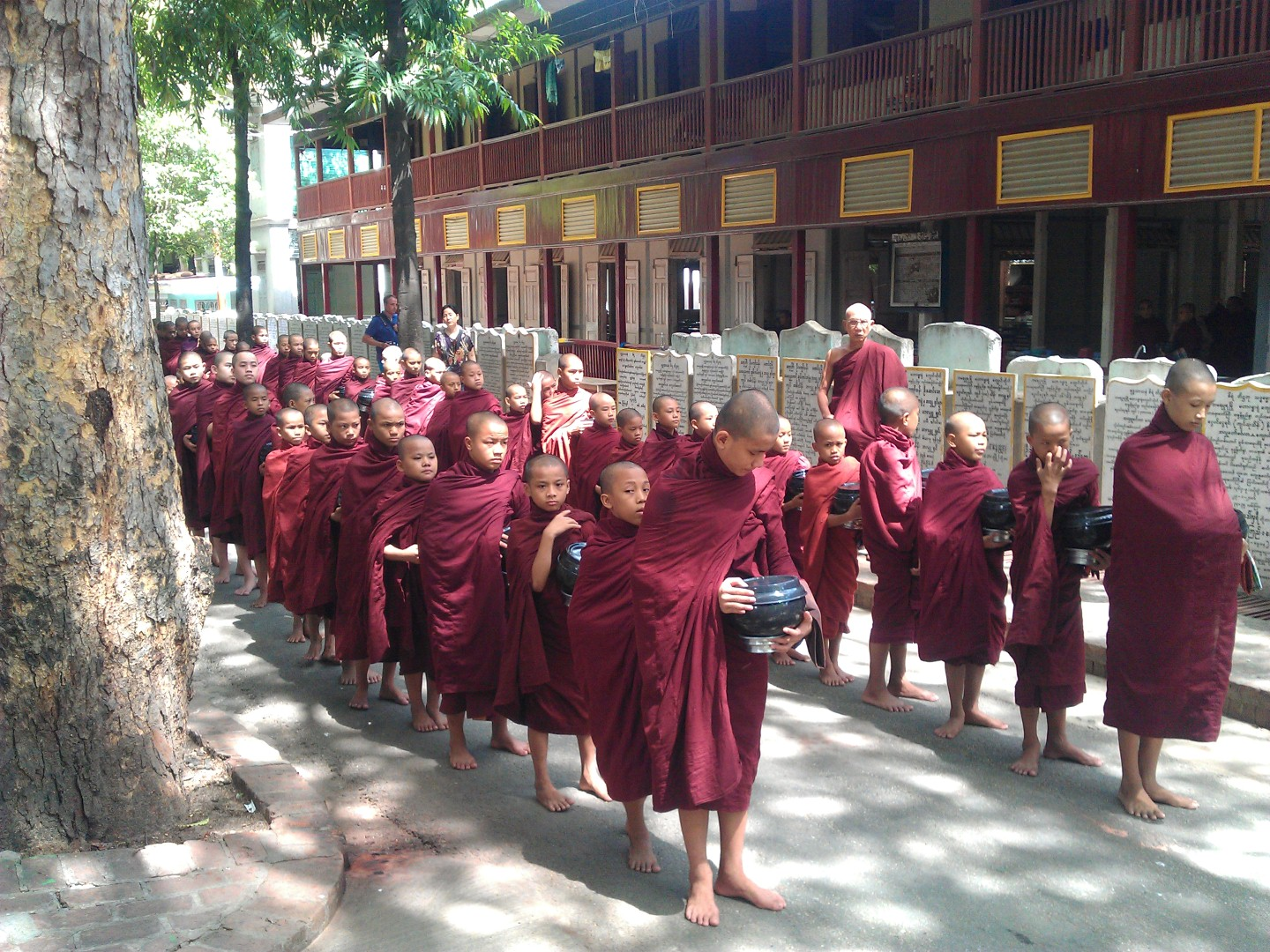 Mandalay-Innwa-Monks